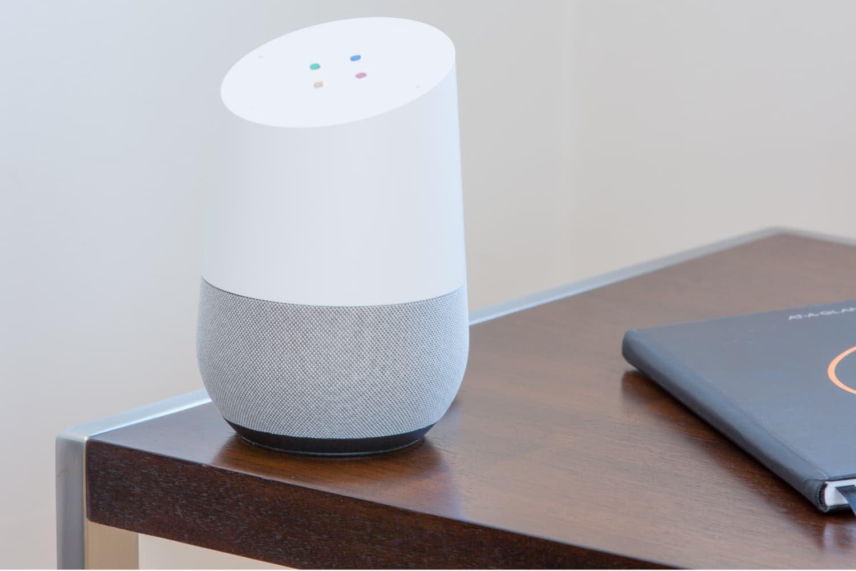 Google записывает и прослушивает голосовой ввод пользователей